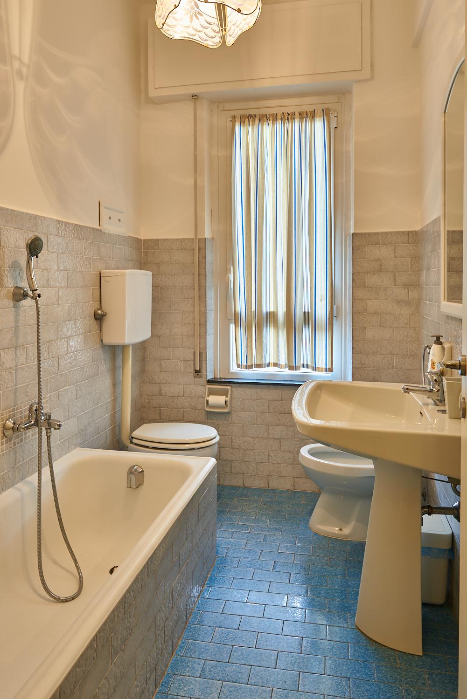 Bagno piccolo in camera bagno with bagno piccolo in camera gallery of con ingresso composto da - Cestini per bagno ...